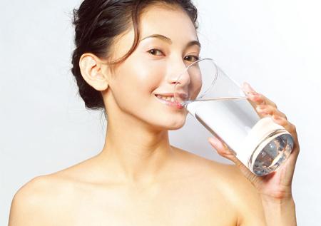 一天喝8杯水居然会肾虚